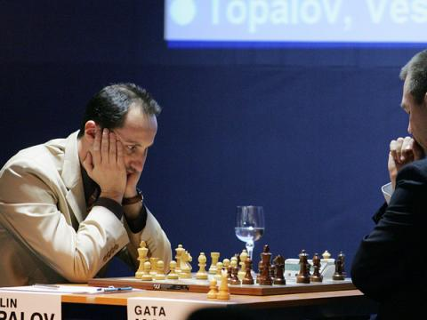 Veselin Topalov reaches the finals