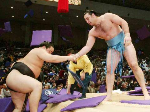 KotoЕЌshЕ« and the Yokozunas victorious in the ninth day